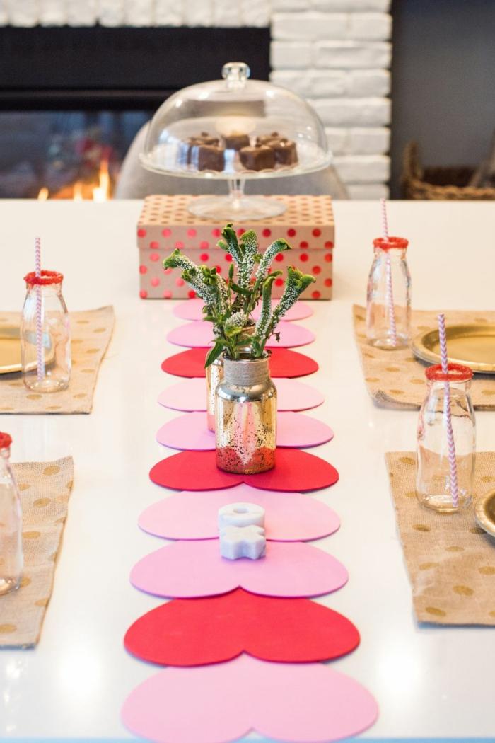 ideas de habitaciones decoradas romanticas en imagenes, ideas sobre como decorar la mesa para una cena en san valentin