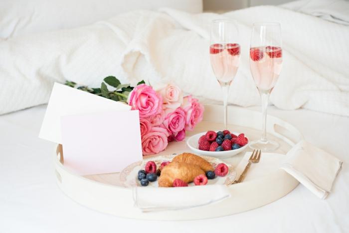 ideas románticas de desayuno en la cama, fotos de desayunos bonitos y sencillos para sorprender a tu pareja, imagenes romanticas