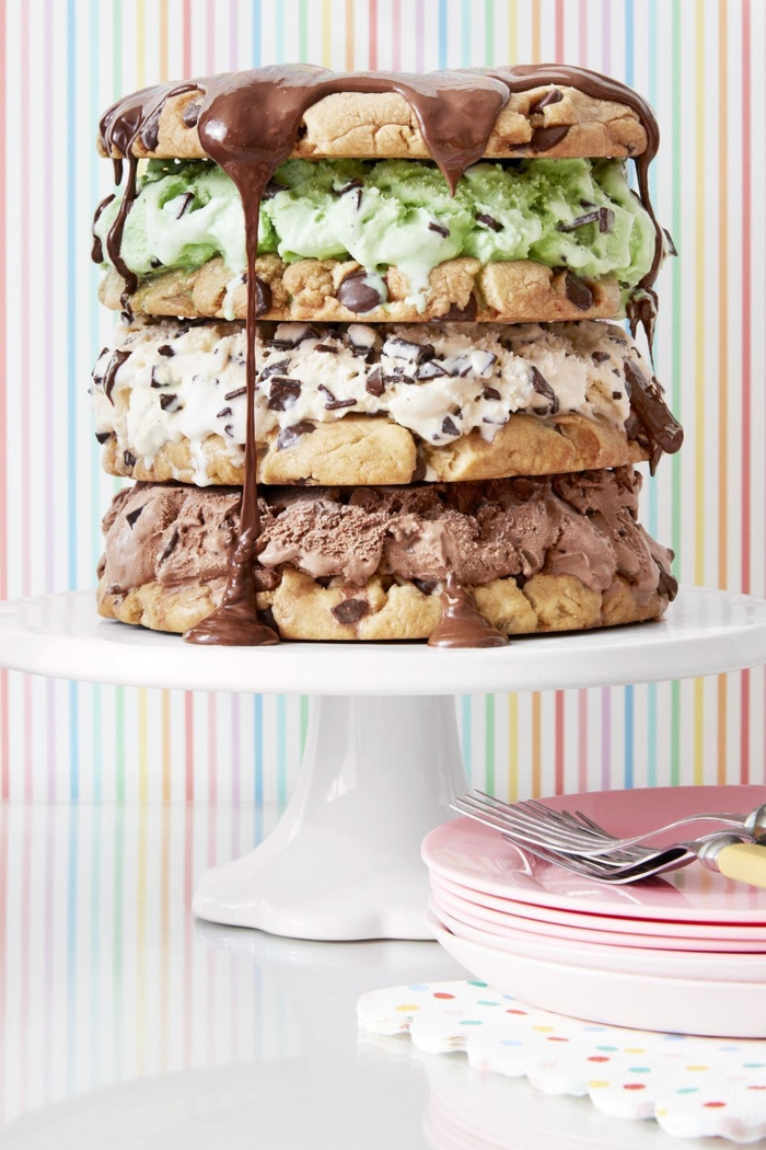 cake with ice cream and chocolate chip cookies, cakes with melted chocolate, original and original birthday cake ideas