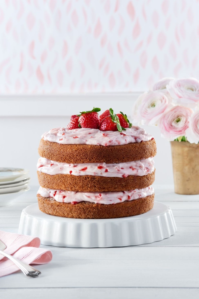 how to make a cake with strawberries and mascarpone, rich and easy homemade cake ideas, homemade and original birthday cakes