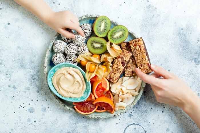 las mejores ideas de bocados saludables y ricos y meriendas sanas para toda la familia, bocados con ralladura de coco