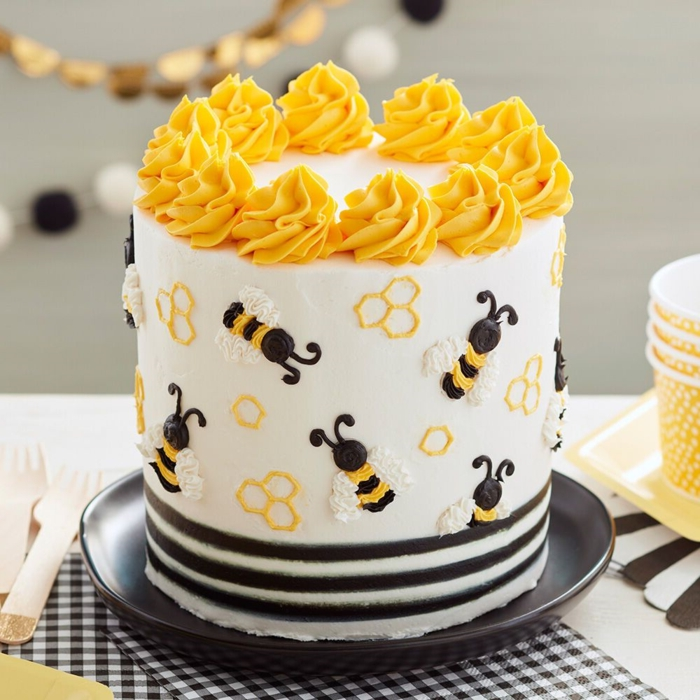 surprise cake for bee lovers, bee decoration cake, homemade and original birthday cakes