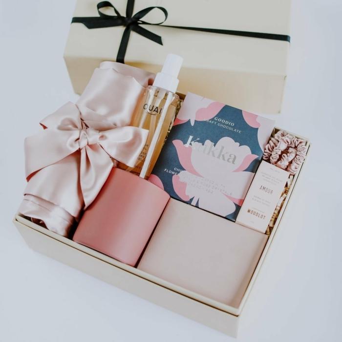 regalos para novias y detalles romanticos para sorprender a tu pareja, más de 100 ideas de regalos San Valentin