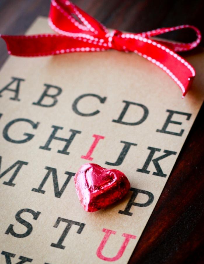 fotos de manualidades san valentin fáciles y rápidas, postales con letras, originales ideas de tarjetas para regalar