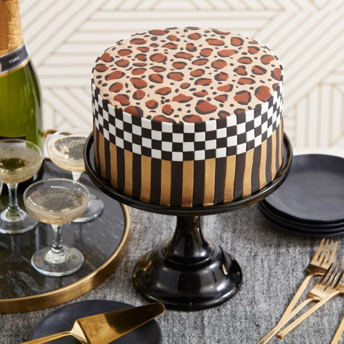 cute cake decorated with animal print, super stylish ideas for homemade birthday cakes and originals in photos