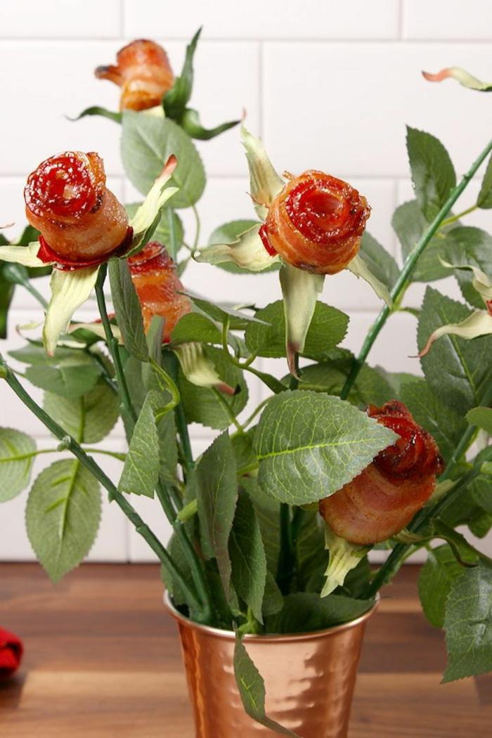 rosas de tocino super originales, fotos de aperitivos sorpresa fáciles y rápidos, ideas de desayuno regalo para San Valentin