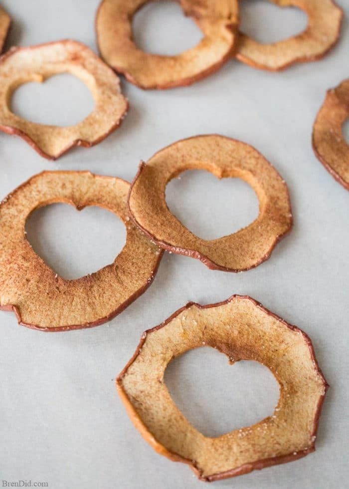 meriendas para niños originales, chips casero de manzanas sin aceite o azucar añadida, ideas de comidas dulces para brunch
