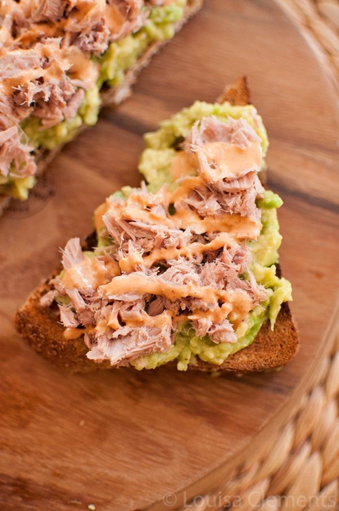 tostadas con atún y aguacate machacado, ideas de recetas fáciles y saludables para preparar en casa en imagenes