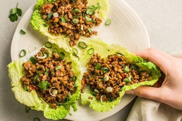 fotos con recetas de dieta cetogenica menu, barcos de lechuga con carne picada y calabacin, dieta cetogenica menu