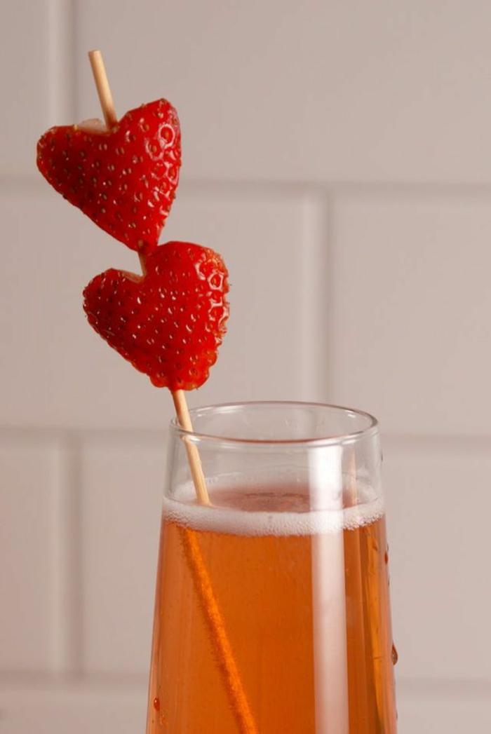 ideas originales sobre como sorprender a tu pareja en San valentin, comida romántica y bebidas, fotos de bebidas ricas
