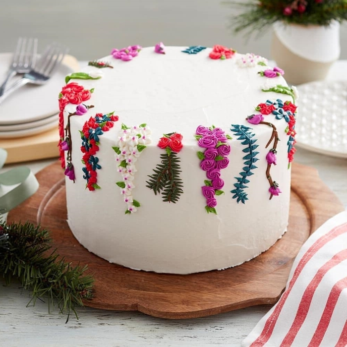 Stunning cake decorating ideas in over 80 images, cake with white frosting and pretty floral details