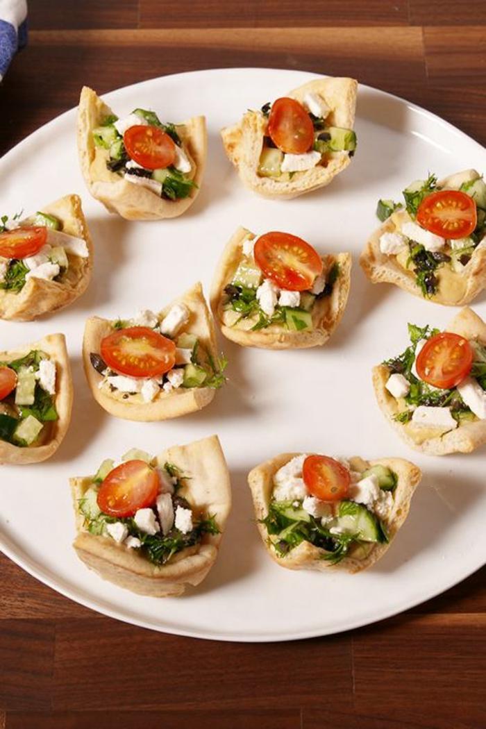 tartaletas con quesos, tomates y verduras, ideas de recetas fáciles y rápidas de entrantes, recetas para adelgazar