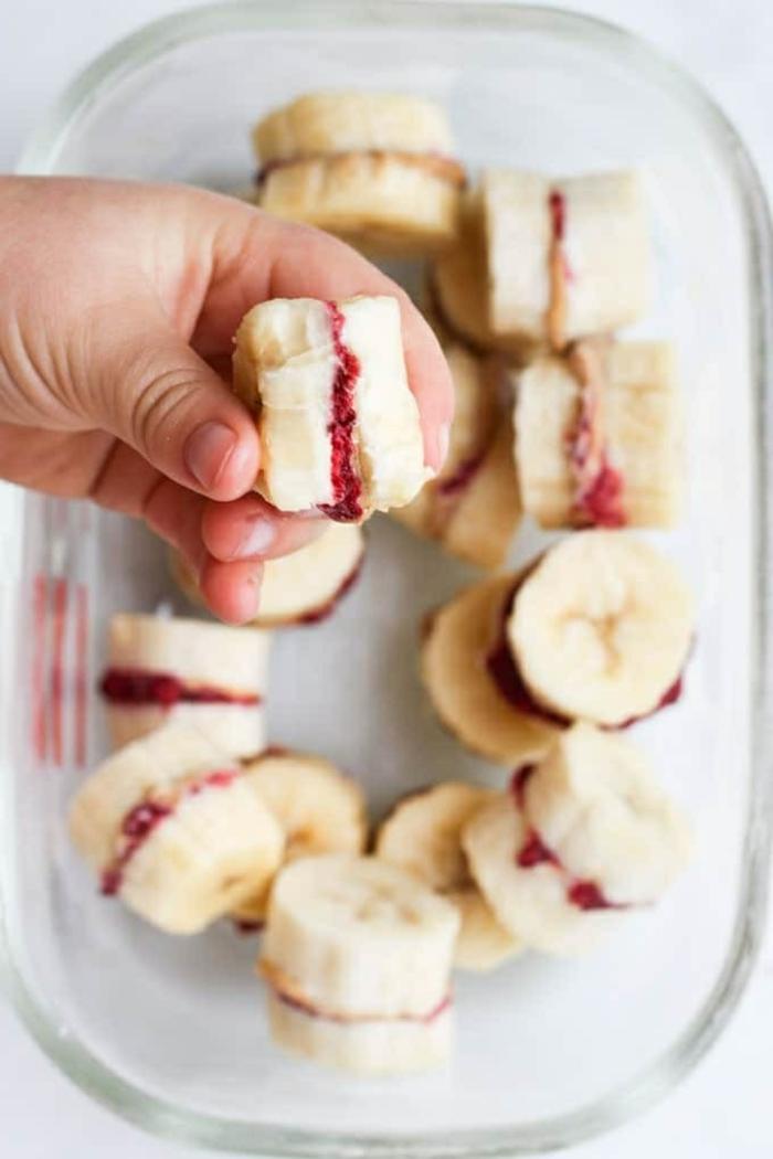 bocados con plátanos y mermelada de frutas, originales ideas de recetas para preparar en casa, fotos de comidas sanas
