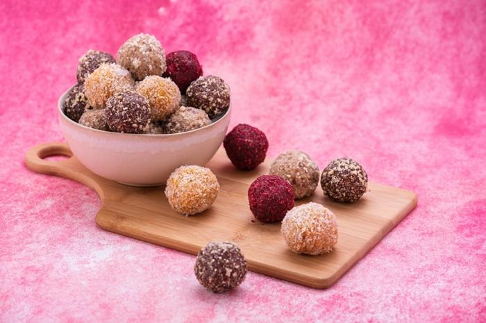 bolas saludbles ricas y fáciles de hacer, meriendas saludables y ricas para una dieta equilibrada, comidas dulces para adelgazar