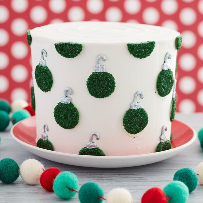 Photos of cake decoration with Christmas details, cake with royal icing and green decoration with glitter