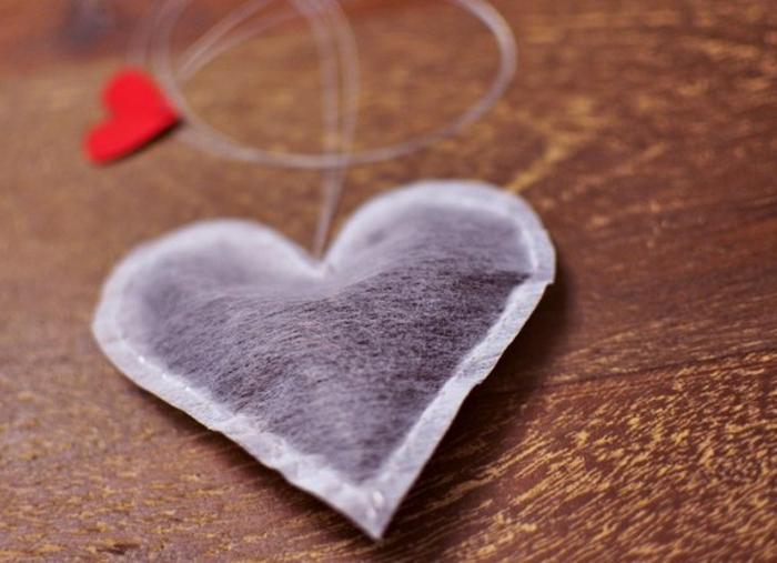bolsa de té en forma de corazón, pequeñas sorpresas originales para sorprender a tu novio, regalos originales para novios caseros