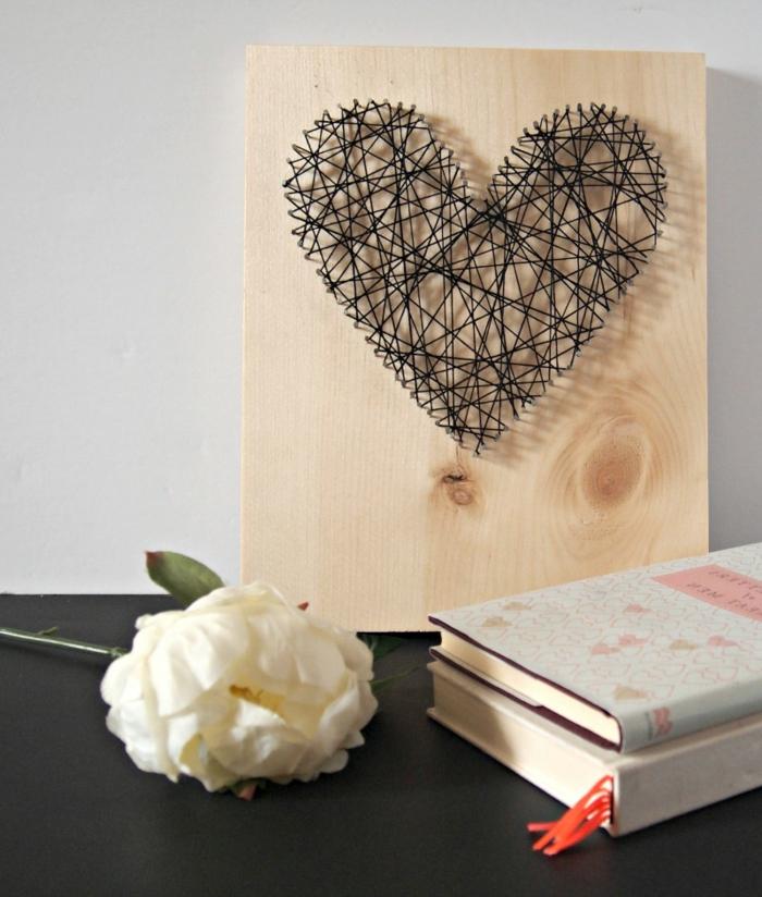 lamina decorativa con bonito corazón DIY, las mejores ideas de regalos san valentin y decoracion casera en imagenes