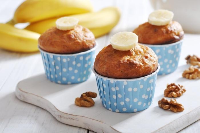 magdalenas dulces ricas y fáciles de preparar, como preparar un postre bajo en calorias, magdalenas de plátano saludables