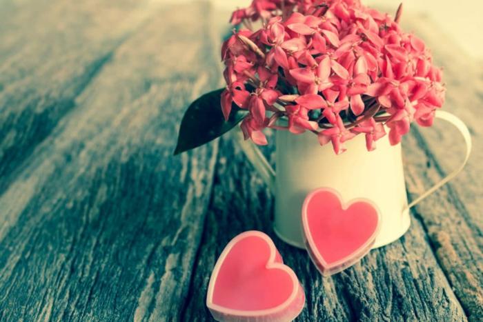 ideas de regalos originales para novios caseros en bonita imágenes, jabones decorativos en forma de corazón fotos