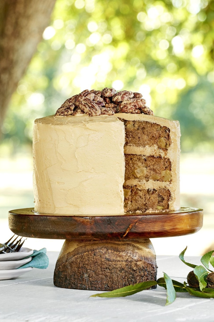simple and original ideas on how to decorate a cake, cake with walnut icing and sugared nuts, how to decorate a cake