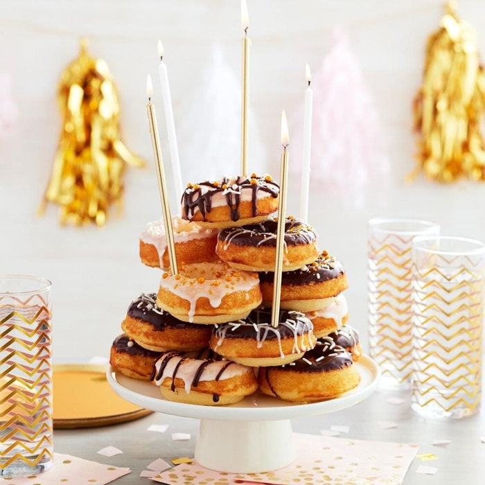 how to make a donut cake with icing, how to decorate an original cake, homemade cake with candles, cake ideas