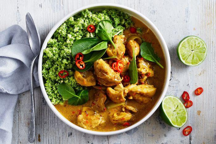 pollo cremoso con curry y brocoli, ideas de recetas ligeras para cenas ensaladas, dieta cetogenica menu en imágenes