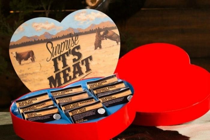 caja en forma de corazón con sorpresa carne, regalo san valentin novio, ideas originales de regalos para hombres en san valentin