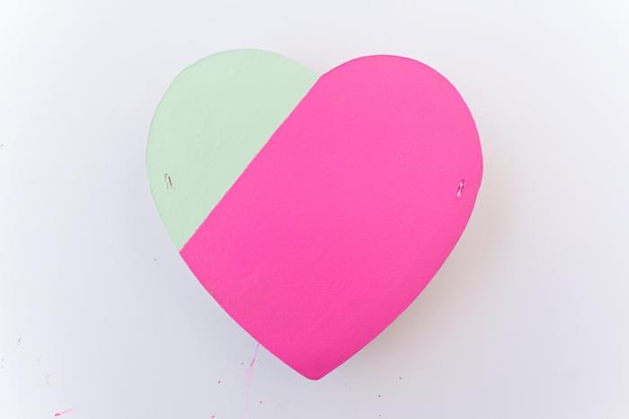 caja de carton en forma de corazon pintada en colores vibrantes, ideas para el dia de san valentin, detalles para san valentin