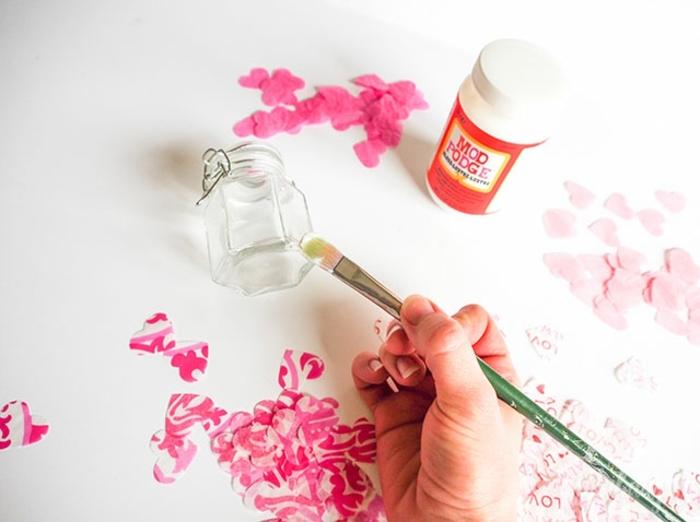 ideas de manualidades para San Valentin, decoracion casera para el 14 de febrero, manualidades con papel para decorar la casa