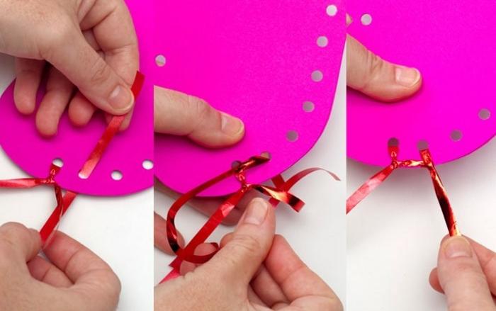 tarjeta de cartulina en forma de corazon con cinta decorativas, manualidades para regalar para el 14 de febrero en fotos