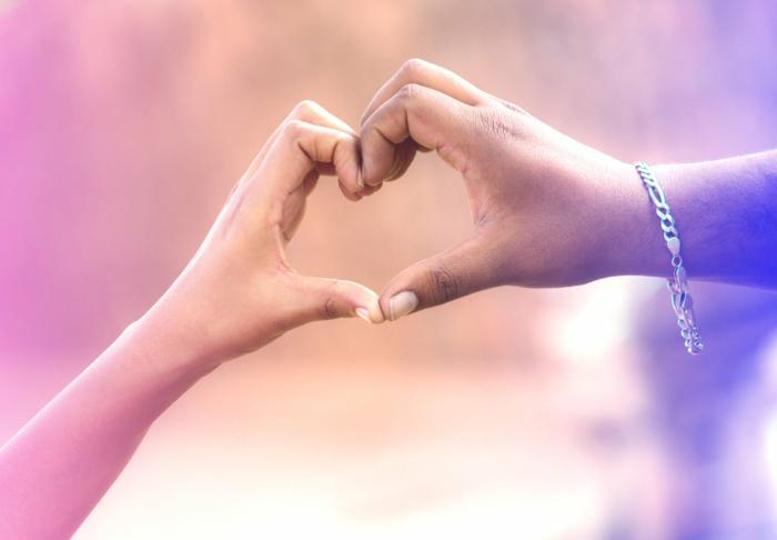 fotos de parejas enamoradas para inspirarte, corazones de amor y bonitos detalles que puedes enviar a tu novio en San Valentín