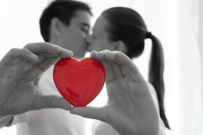 parejas románticas con corazones de amor, fotos de enamorados, ideas de postales de amor para enviar a tu novio