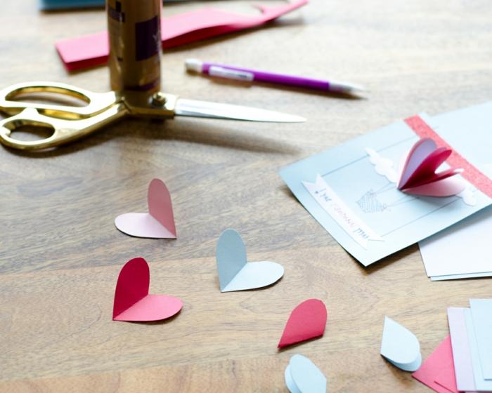 mini corazones de cartulina en diferentes colores, alucinantes ideas de tarjetas de san valentin DIY paso a paso