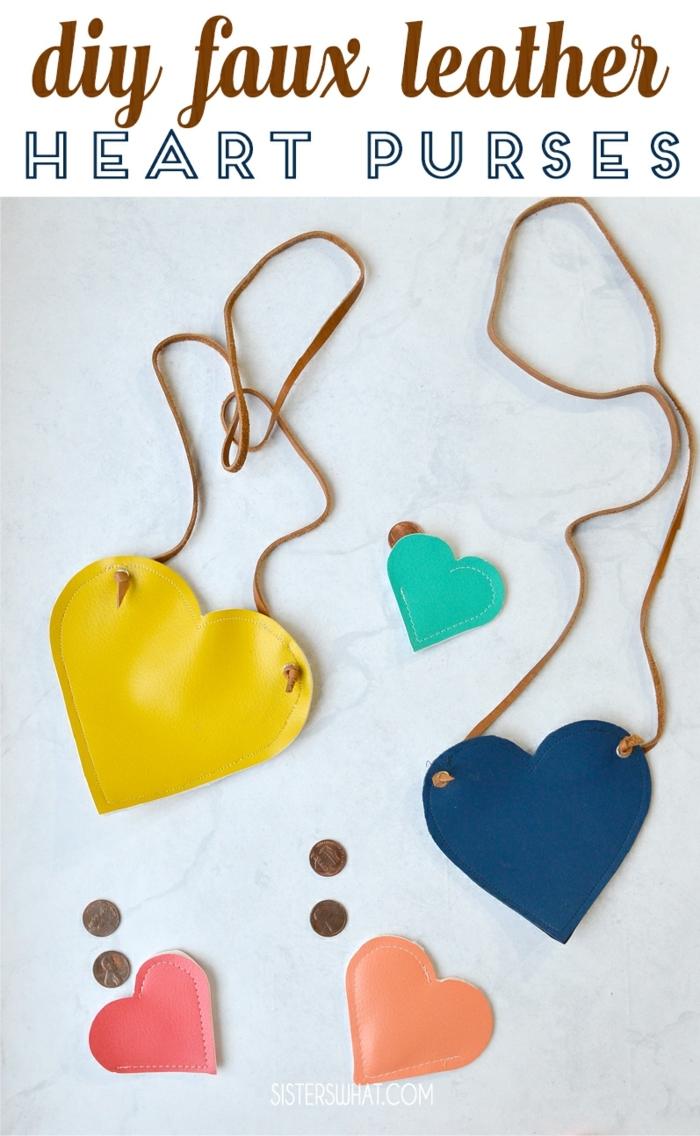 preciosos monederos colgantes en forma de corazón hechos de cuero imitación, originales ideas de manualidades para regalar