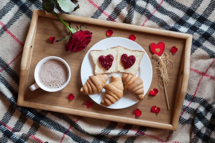 fotos de desayunos románticos para dos e ideas para San valentin, recetas faciles para sorprender, tostadas con mermelada