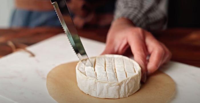 cortar el queso brie en trozos pequeños ideas de recetas caseras faciles entrantes con ques recetas