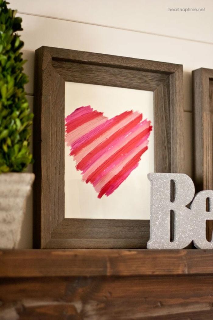 ideas de manualidades san valentin para decorar la casa, cuadro decorativo con pintalabios en diferentes colores
