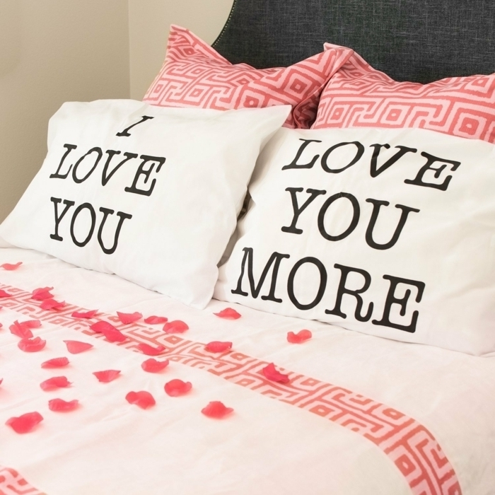 cubiertas para almohadas originales, te quiero, te quiero más, ideas de regalos románticos y bonitos, regalos de san valentin para hombres