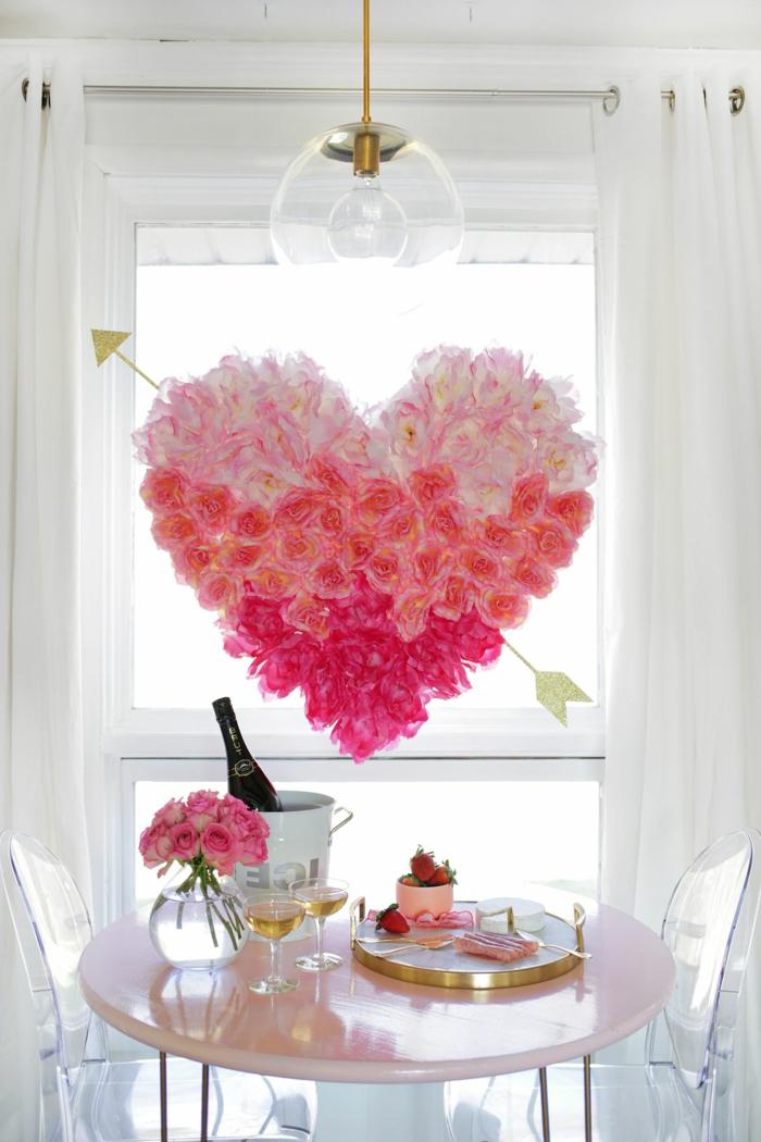 decoracion san valentin super bonita y romántica, corona de flores falsos con rosas en diferentes colores efecto ombre