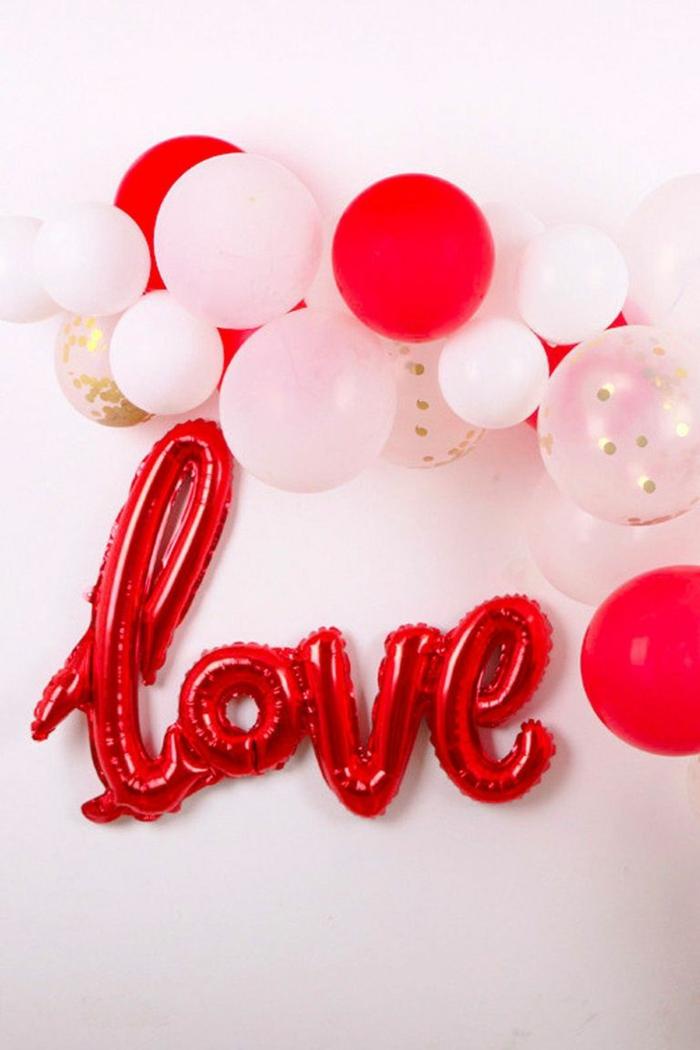 decoración casera con globos en diferentes formas para el Dia de San Valendtín, decoracion con globos, ideas románticas y originales