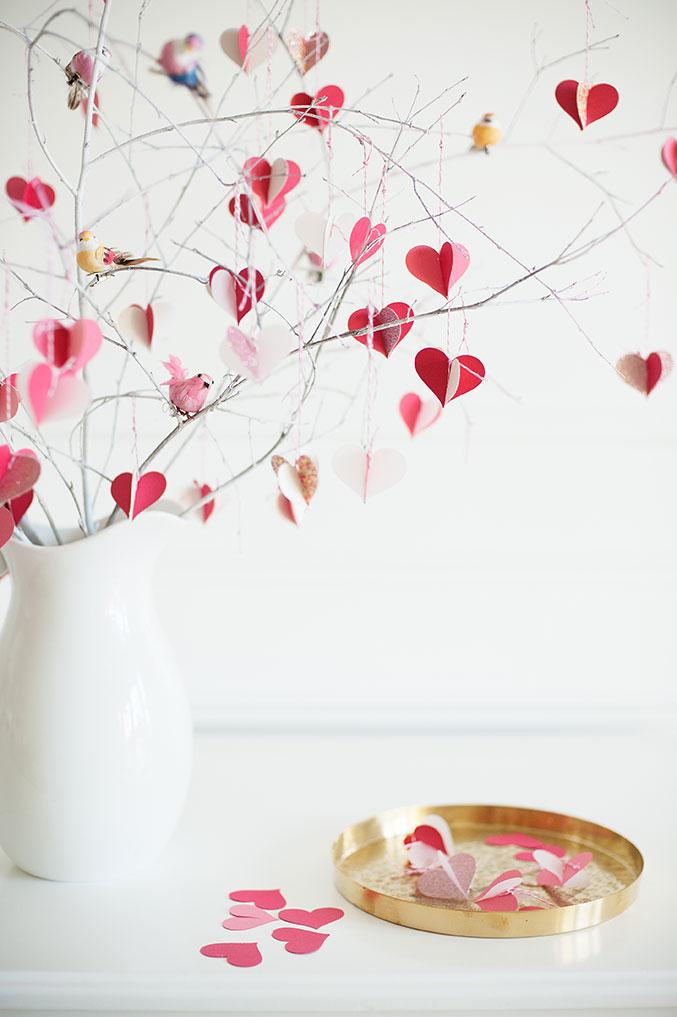 arbol decorado con flores de papel 3D, originales ideas sobre como decorar la casa en San Valentín, propuestas romanticas y originales