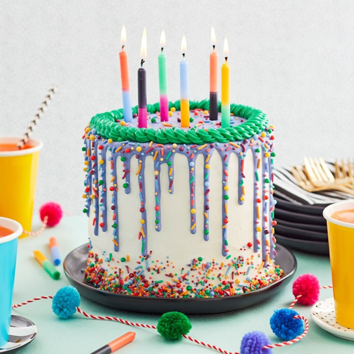 cake with white icing decorated with sprinkles, original ideas on how to decorate a birthday cake