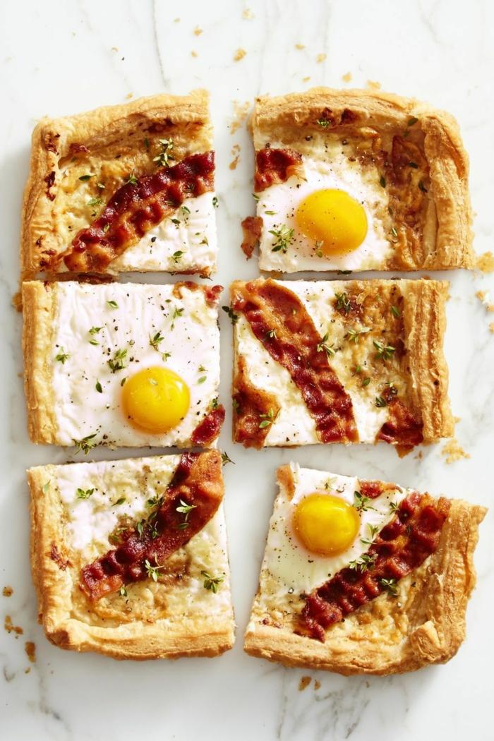 pizza de hojaldre con tocino y huevos estrellados, fotos de comidas fáciles y rápidas par sorprender y compartir