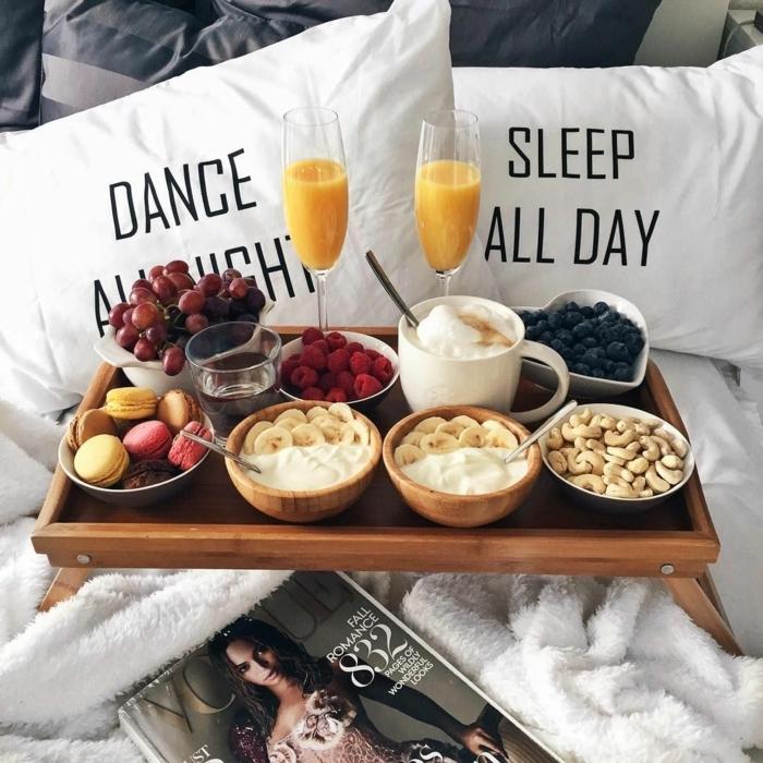 las mejores imagenes de desayuno en la cama sopresa, ideas sobre como sorprender a tu pareja en el dia de san valentin