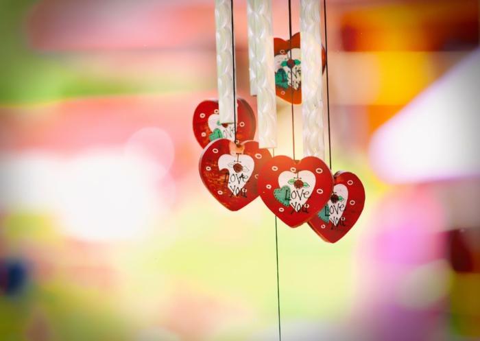 corazones de amor y detalles románticos en imágenes coloridas de buena calidada, fotos para descargar en tu portatil