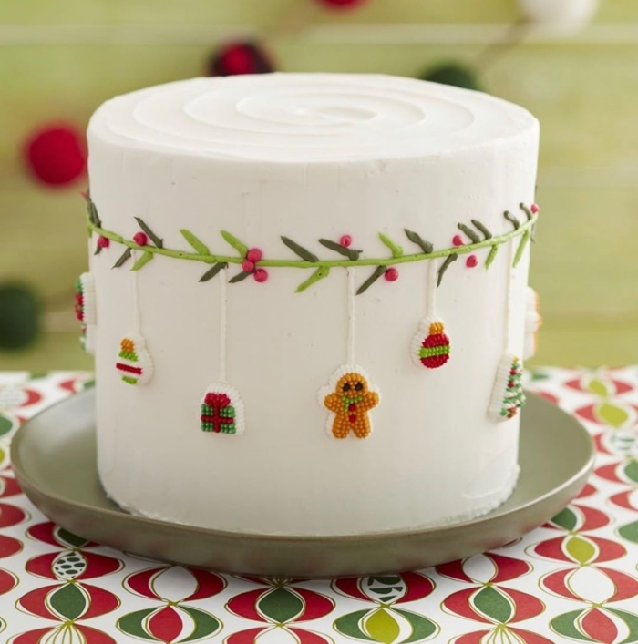 beautiful cake with royal icing and small Christmas details, photos of decorated Christmas cakes, images with ideas and photos of birthday cakes