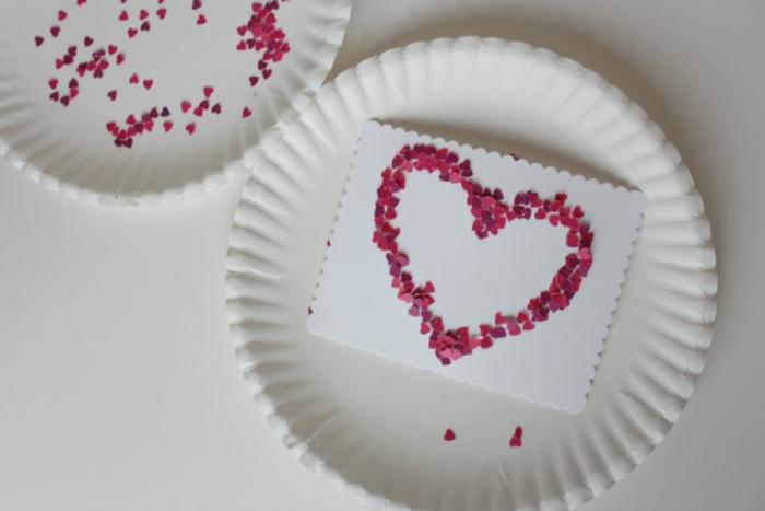 preciosas ideas de tarjetas san valentin para regalar a tu pareja,tarjeta con corazón de confetti en bonitos colores