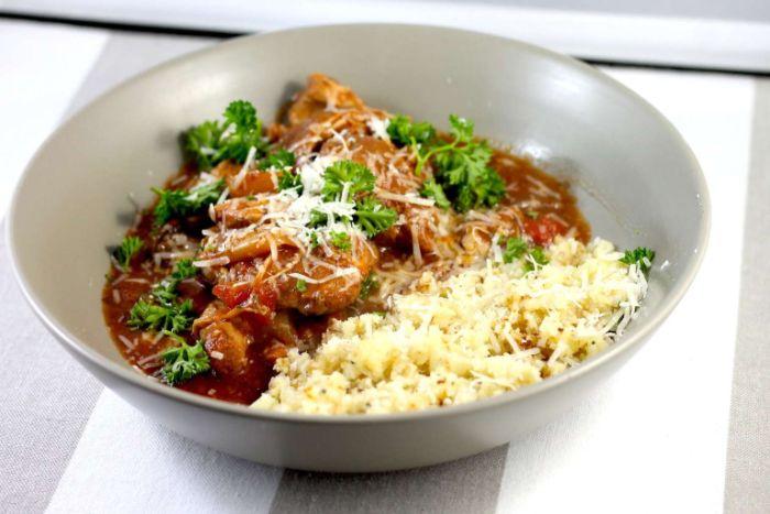 carne con salsa de tomates y arroz blanco con quesos, menu dieta cetogenica en fotos, ideas sobre que es la dieta cetogenica