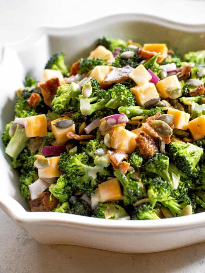 recetas fáciles y rápidas para preparar en casa, ensalada con cheddar y brócoli, ideas de recetas caseras ricas y fáciles de hacer