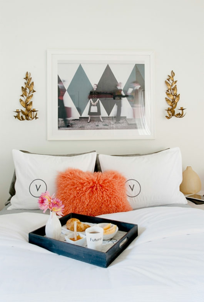 ideas originales sobre como sorprender a tu pareja, comida romántica en la cama, fotos con ideas de detalles san valentin
